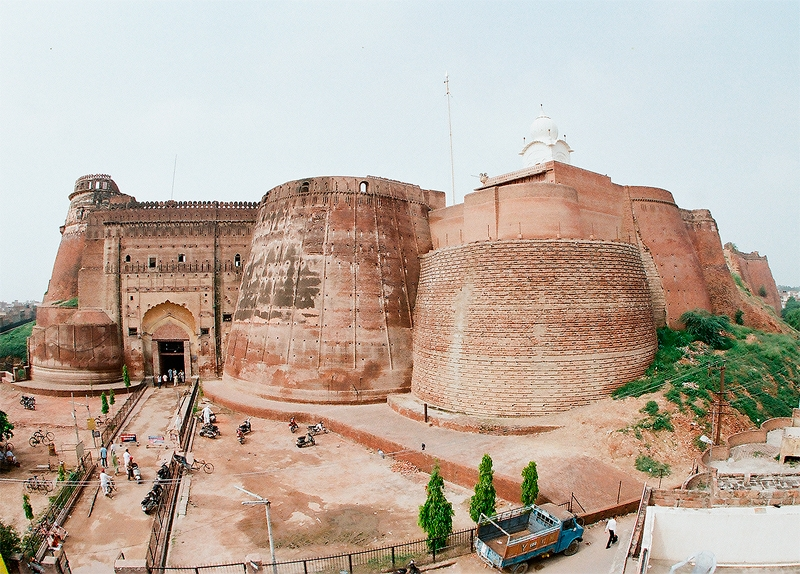 http://www.getbookcab.com/Admin/images/Bhatinda-Fort.jpg